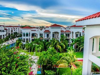 Fully appointed 2 bedroom condo home at Paseo Del Sol Playa del Carmen. Offers Reef Club Beach access!