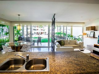 GH5 - Ground Floor home right off of the Huge Infinity Pool, Riviera Maya