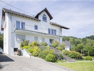 Gorgeous 1-bedroom apartment in quaint Bacharach with a view of the surrounding mountains and WiFi!