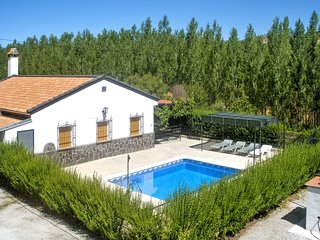 Casa Fuente de Aragones – a spacious, 4-bedroom house with a swimming pool and mountain views!, Alhama de Granada