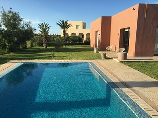 Dar Fatma – a well-appointed, 3-bedroom villa with a pool in the Residence du Golf de Gammarth!, La Marsa