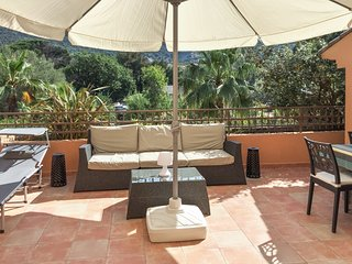 Well-appointed, 2-bedroom apartment in Bormes-les-Mimosas with a terrace