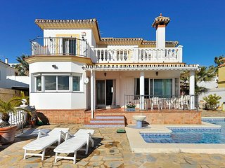 Villa Blanca de Riviera - One Step to Beach, Mijas