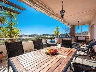 Luxury Apartment in Malibu Mansions, Club La Costa