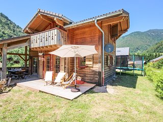 Sunny chalet 2km from the slopes