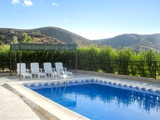 Loma de los Almendros – a traditional, 4-bedroom house with a swimming pool and countryside views!, Alhama de Granada