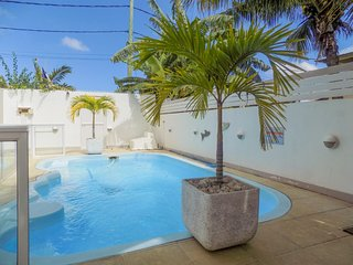 Modern, 2-bedroom apartment in Pereybere with a swimming pool, garden, WiFi and private balcony!, Port Louis