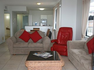 Kingsrow Holiday Apartments Good ocean view 7 nights, Kings Beach