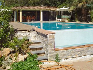 Stunning villa w/pool & garden