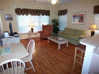 1 BR (3DLL) w/King Bed, 1 Mile from the Beach