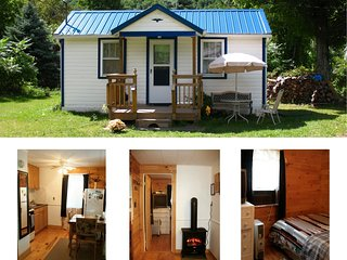 Catskill Bungalow, Tiny House, Cozy Getaway Cabin for 2 by Hunter and Windham
