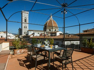 Milord-Supreme penthouse w/unique terrace, Florencia