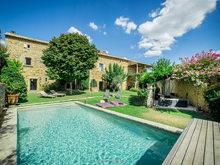 Mas Malou - Contemporary restored Old Farmhouse, Uzes