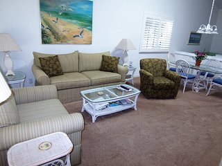 1 BR BA (23DV), 2nd Floor, King, 1 Mile to Beach