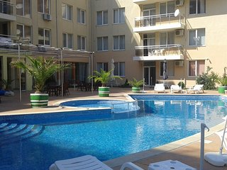 Balkan Breeze Ground Floor with direct Pool access, Sunny Beach