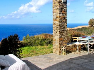 Luxurious 3-bedroom villa and guest house overlooking the Aegean Sunset Sea with WiFi and a pool!, Cherronisos