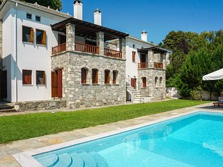 Enchanting 5-bedroom villa in Tsagarada, Greece with private pool, terraces & WiFi - near the beach!, Tsagkarada