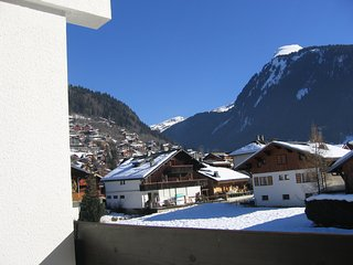 Cozy, 1-bedroom apartment with spectacular mountain views and a balcony - 350m from the slopes!, Morzine