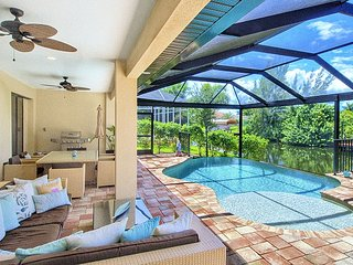 Incredible 3-bedroom villa in sunny Cape Coral with an infinity pool, spacious terrace and WiFi!