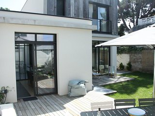 Modern, 4-bedroom house with WiFi and a furnished terrace in La Baule-Escoublac – 500m from the sea!, La-Baule-Escoublac