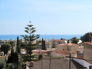Sizable 4-bedroom house in sunny Segur de Calafell with a garden area and gorgeous sea views!