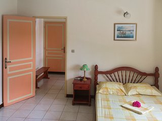 In Martinique, apartment w/ air con, WiFi & large BBQ terrace, 2min from sea - 2 adults & 2 childs, Riviere-Pilote