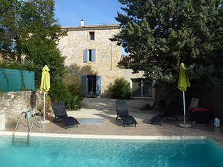 Spacious house with private pool, Argilliers