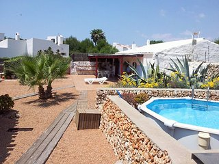 Charming, 2-bedroom chalet on sunny Menorca with a swimming pool and terrace - 250m to the beach!, Binibeca