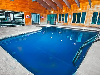 Riverfront Lodge w/ Indoor Pool and Hot Tub, East Stroudsburg