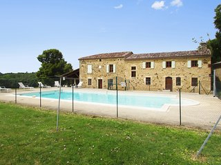 Cosy, 4-bedroom house in the Perigord region with a furnished terrace and a private swimming pool, Capdrot
