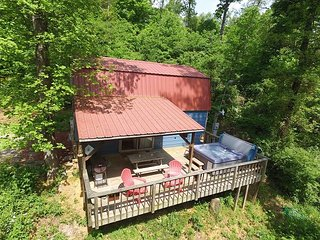 The Shed at Lookout Mountain Hang Gliding, Chattanooga, deck, hiking, hot tub