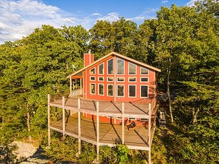 Stone Ledge Cabin, Lookout Mountain the western bluff, view, two sunset decks