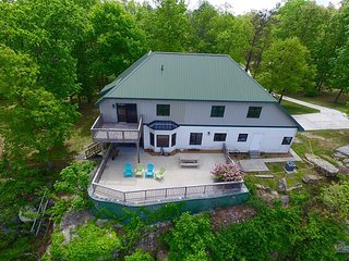 Cloud Nine, spacious, relaxing, sleeps 10 on the bluff of Lookout Mountain, Chattanooga