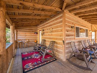 Trail's End, Log Cabin, 12 miles to downtown Chattanooga, rocking chair porch