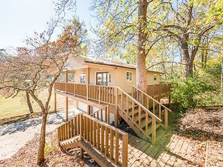 DAYTON, TN , Chattanooga vacation rentals 'Brim House'  , Sleeps 4, dock