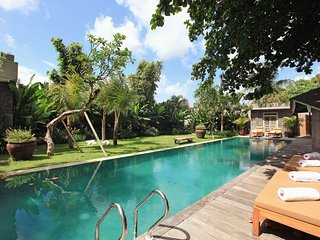 Stunning Ethnic 4 BR Villa in Berawa Beach!
