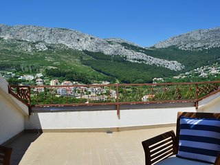Bright, 1-bedroom apartment in Klis with beautiful mountain views, furnished terrace and a garden