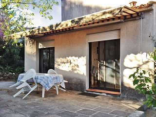Charming, 2-bedroom house in Saint-Gély-du-Fesc with WiFi, two furnished terraces and a garden., Saint-Gely-du-Fesc