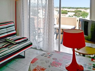 Residence de la Plage – a sunny, 1-bedroom apartment with a furnished balcony – 60m to the beach!, Saint-Cyprien