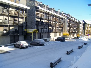 Cozy, 1-bedroom apartment in Saint-Lary-Soulan with gorgeous mountain views - 100m from the slopes!