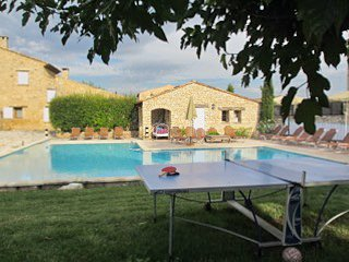Amazing house with shared pool, vacation rental in Rustrel