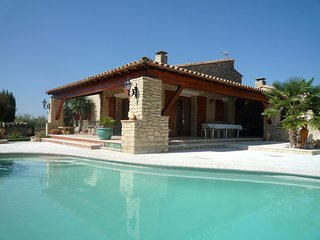 Sunny house with a swimming pool, Gordes