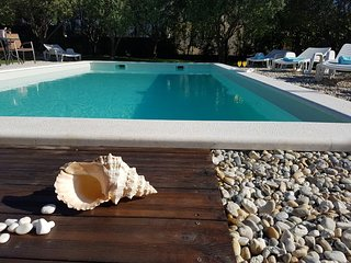 Beatiful, spacious villa, private pool, large garden, sea view, 4 bedrooms, WIFI -10' from Split!, Solin