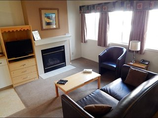 Banff Boundary Lodge - Excellent 2 Bedroom Lower Floor Suite, Harvie Heights