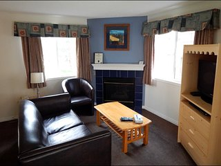Banff Boundary Lodge Spacious 2 Bedroom Suite on Upper Floor!, Harvie Heights