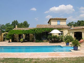 Luxury house with a swimming pool, Rognes