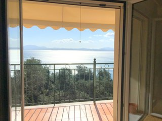 Seaview Apartment - a modern, 1-bedroom holiday home with magnificent sea views - 300m from the sea!, Nissaki