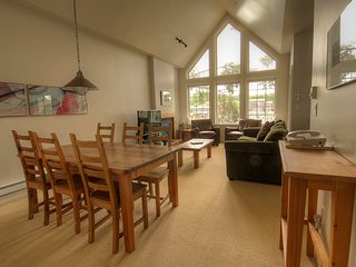 Ucluelet Waters Edge: 1 Bedroom Deluxe Suite with Outdoor Tub!
