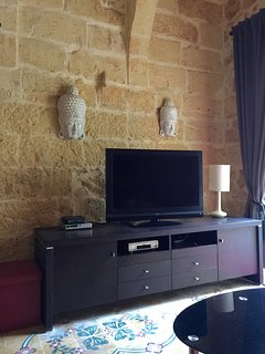 Flat screen 42' TV in living room, there are small speakers to connect to your phone or ipad