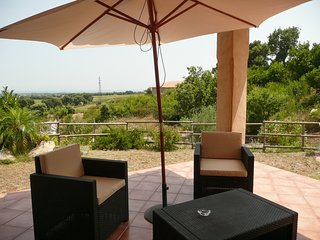 Residence San Micheli - a sunny 2-bedroom villa with a pool and gorgeous views - 4km from the beach!, Casamozza